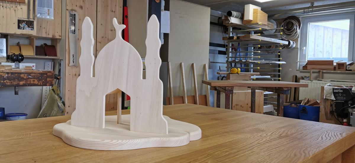 Die Holzmoschee wurde aus Pappelsperrholz und Weißtanne gefertigt.
