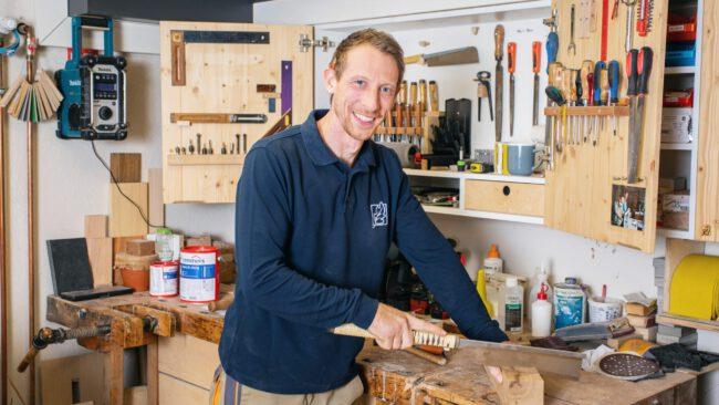 Florian Pfenning ist Schreinermeister und Inhaber von Pfenning Massivholzmöbel